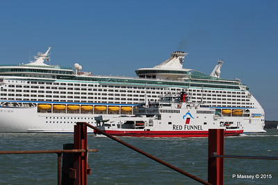 EXPLORER OF THE SEAS RED FALCON Southampton PDM 22-04-2015 15-15-10