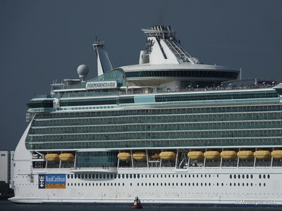 INDEPENDENCE OF THE SEAS Departing Southampton PDM 17-05-2014 16-58-12