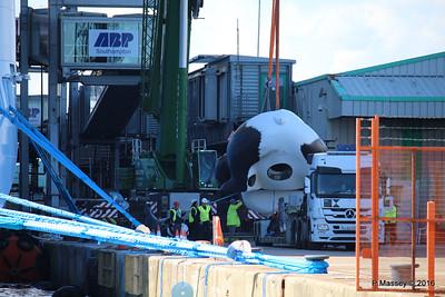 OVATION OF THE SEAS Raising Panda Southampton PDM 12-04-2016 15-10-34