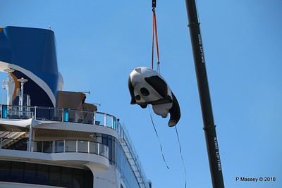 OVATION OF THE SEAS Raising Panda Southampton PDM 12-04-2016 15-24-11