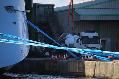 OVATION OF THE SEAS Raising Panda Southampton PDM 12-04-2016 14-59-30