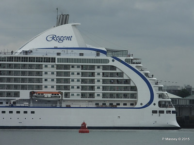 SEVEN SEAS VOYAGER Departing Southampton PDM 29-08-2015 16-27-36