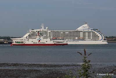 SEVEN SEAS VOYAGER Departing RED EAGLE Passing Southampton PDM 06-06-2016 18-13-21
