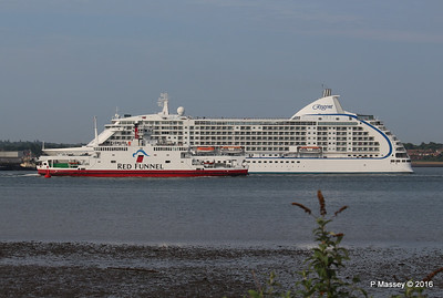 SEVEN SEAS VOYAGER Departing RED EAGLE Passing Southampton PDM 06-06-2016 18-13-20