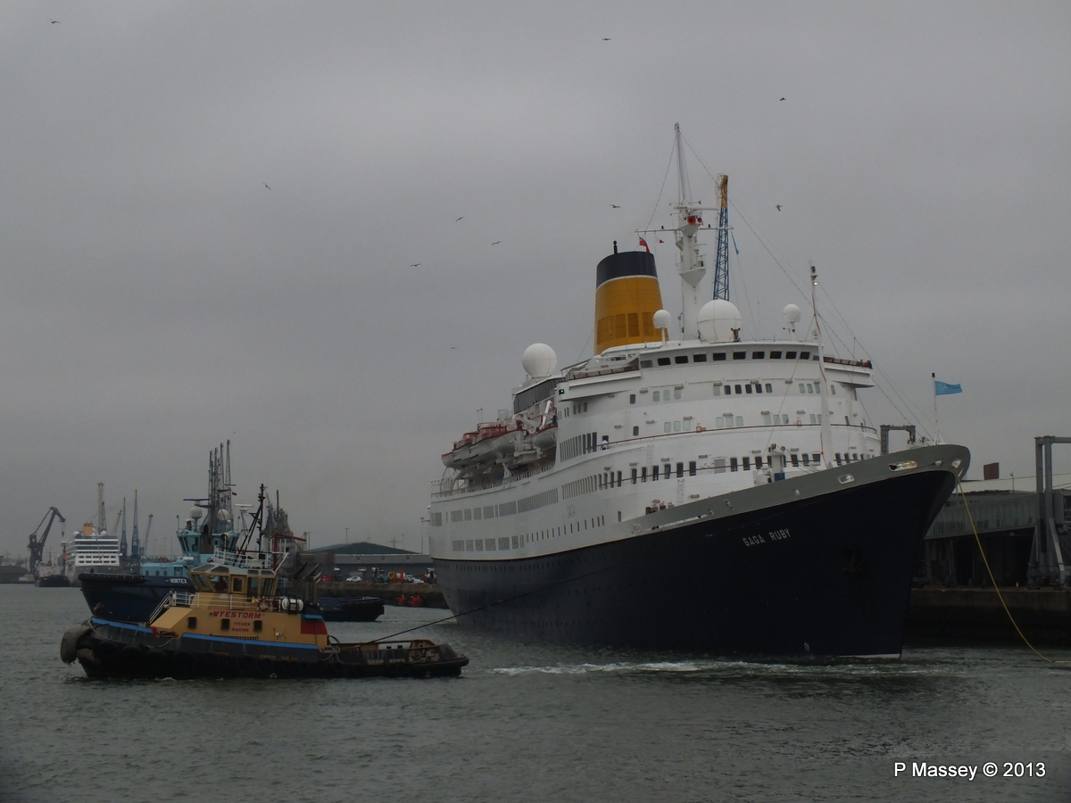 SAGA RUBY under tow Southampton PDM 08-01-2013 15-14-12