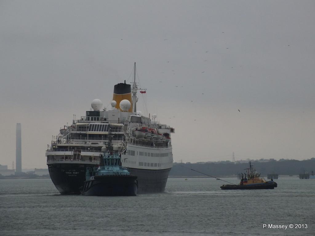 SAGA RUBY under tow Southampton PDM 08-01-2013 15-40-15