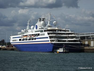 EXPLORER QEII Terminal Southampton PDM 22-08-2014 16-29-48