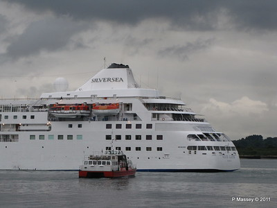 GREAT EXPECTATIONS SILVER CLOUD Departing Southampton PDM 20-07-2011 21-06-51
