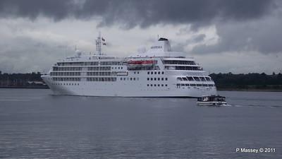 Alison MacGregor SILVER CLOUD Departing Southampton PDM 20-07-2011 21-07-41