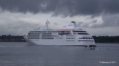 Alison MacGregor SILVER CLOUD Departing Southampton PDM 20-07-2011 21-07-44