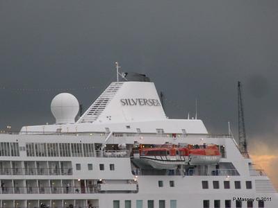 SILVER CLOUD Departing Southampton PDM 20-07-2011 21-02-37