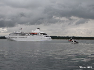 GREAT EXPRECTATIONS Alison MacGregor SILVER CLOUD Departing Southampton PDM 20-07-2011 21-07-23