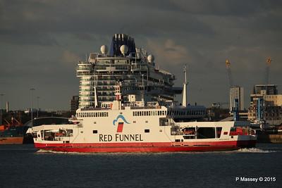 RED EAGLE PAssing BRITANNIA Southampton PDM 12-09-2015 18-20-31