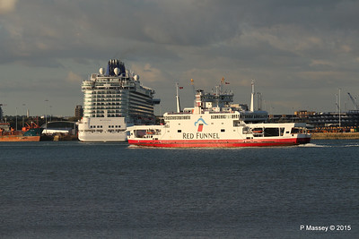 RED EAGLE PAssing BRITANNIA Southampton PDM 12-09-2015 18-20-23