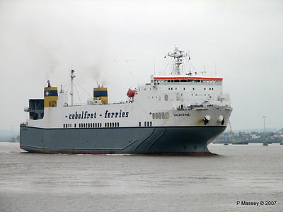 VALENTINE Arriving Tilbury PDM 11-06-2007 15-49-03