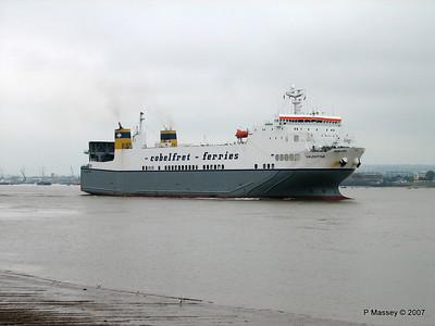 VALENTINE Arriving Tilbury PDM 11-06-2007 15-49-59