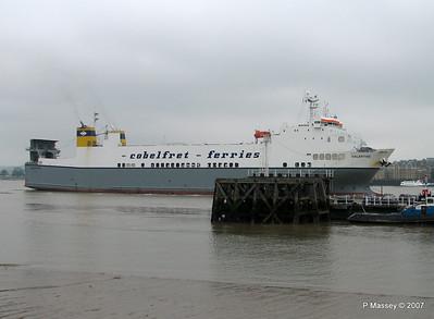 VALENTINE Arriving Tilbury PDM 11-06-2007 15-51-03