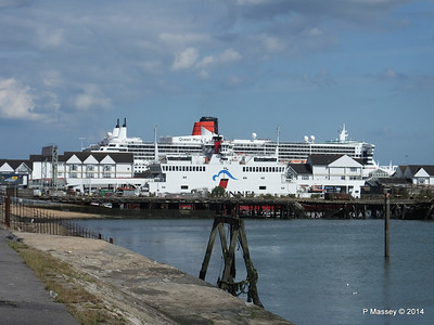 QUEEN MARY 2 RED FALCON Town Quay PDM 24-06-2014 16-46-59