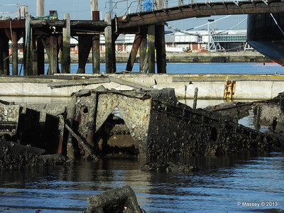 Wreck at Marchwood visible low tide PDM 29-12-2013 12-34-18