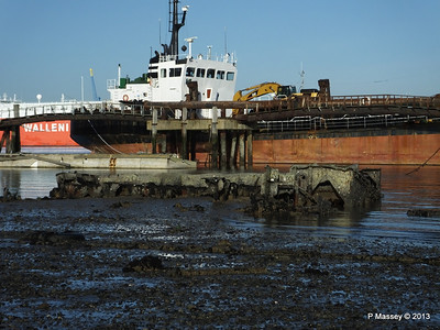 NORSTONE with low tide visible wreck PDM 29-12-2013 12-33-13