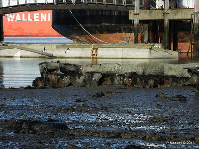 Wreck at Marchwood visible low tide PDM 29-12-2013 12-33-35