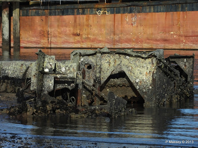 Wreck at Marchwood visible low tide PDM 29-12-2013 12-33-18