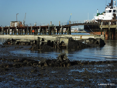 Wreck at Marchwood visible low tide PDM 29-12-2013 12-34-21