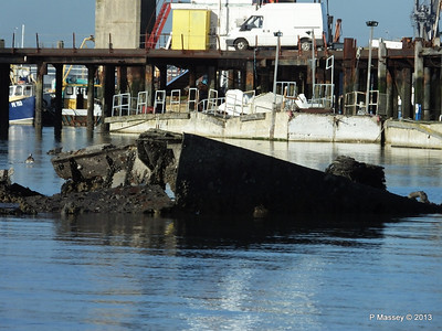 Wreck at Marchwood visible low tide PDM 29-12-2013 12-37-46