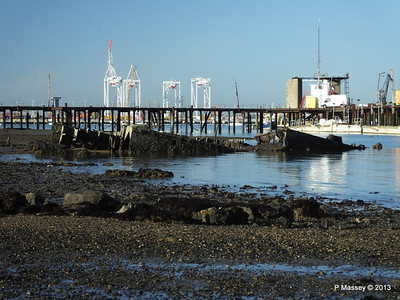 Wreck at Marchwood visible low tide PDM 29-12-2013 12-40-04