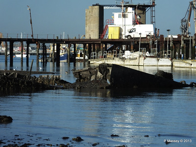 Wreck at Marchwood visible low tide PDM 29-12-2013 12-37-40