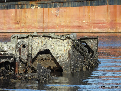 Wreck at Marchwood visible low tide PDM 29-12-2013 12-32-23