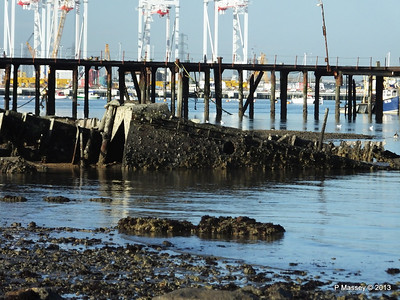 Wreck at Marchwood visible low tide PDM 29-12-2013 12-37-58