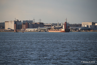 ANJELIERSGRACHT with Yachts Arriving Southampton PDM 16-04-2016 18-59-43