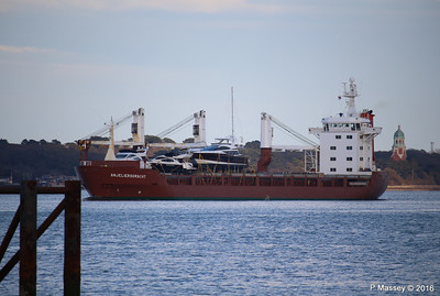 ANJELIERSGRACHT with Yachts Inbound Southampton PDM 16-04-2016 18-47-07