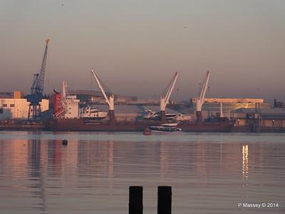 QAMUTIK Loading Yachts Southampton PDM 30-12-2014 15-59-14
