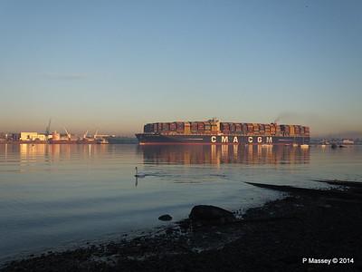 CMA CGM JULES VERNE Inbound Passing QAMUTIK Southampton PDM 30-12-2014 15-53-14