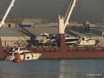 QAMUTIK Loading SHINING LIGHT Southampton PDM 30-12-2014 15-02-04