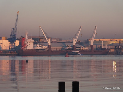 QAMUTIK Loading Yachts Southampton PDM 30-12-2014 15-59-18