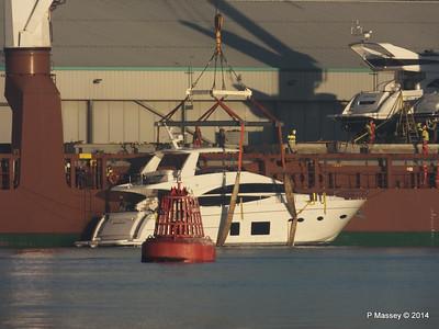 QAMUTIK Loading SHINING LIGHT Southampton PDM 30-12-2014 15-01-58