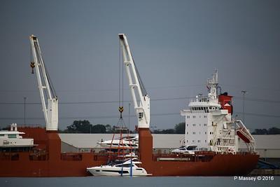 STADIONGRACHT Loading Yachts Southampton PDM 07-10-2016 17-38-59