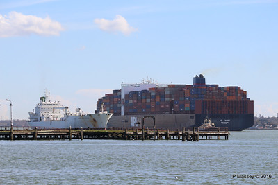 APL CHANGI Passing GREEN GUATEMALA over Royal Pier Southampton PDM 12-04-2016 15-37-53
