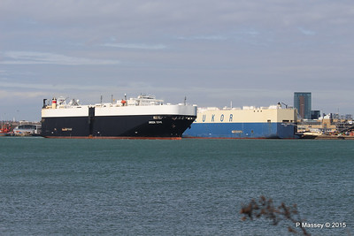 GREEN COVE Passing MORNING CARINA Southampton PDM 12-04-2015 15-17-10