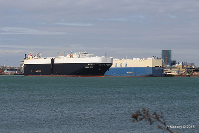 GREEN COVE Passing MORNING CARINA Southampton PDM 12-04-2015 15-17-14