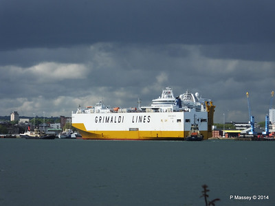 GRAND BENELUX Moving Berths Southampton PDM 04-06-2014 18-03-31