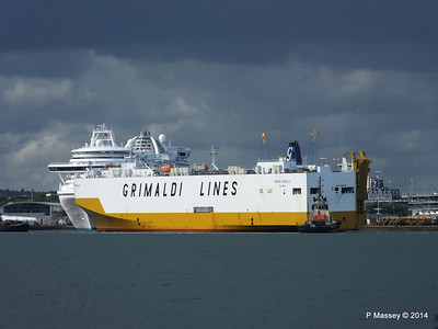 GRAND BENELUX Moving Berths Southampton PDM 04-06-2014 18-05-33