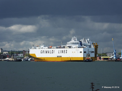 GRAND BENELUX Moving Berths Southampton PDM 04-06-2014 18-03-34