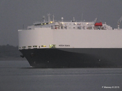HOEGH OSAKA tow to Berth 101 passing Hythe PDM 22-01-2015 17-06-33