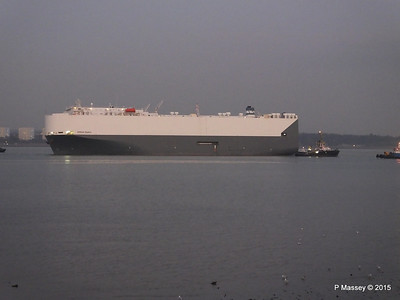 HOEGH OSAKA tow to Berth 101 passing Hythe PDM 22-01-2015 17-08-29