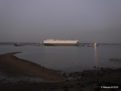 HOEGH OSAKA tow to Berth 101 passing Hythe PDM 22-01-2015 17-08-42