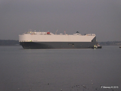 HOEGH OSAKA tow to Berth 101 passing Hythe PDM 22-01-2015 17-06-52